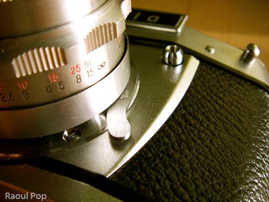Lens release lever