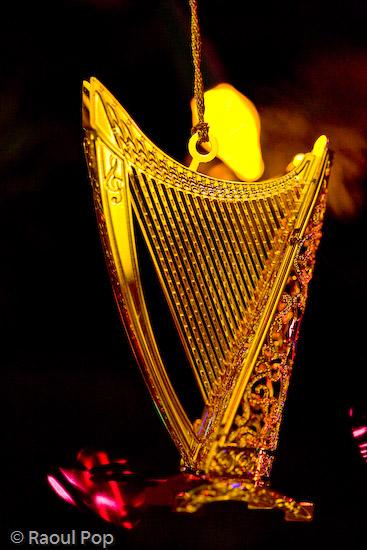 Play that golden harp