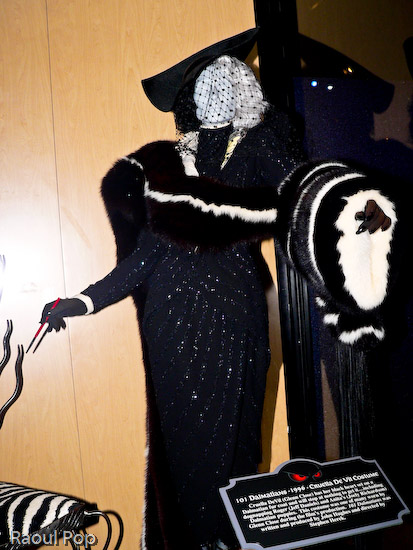 Cruela DeVil's costume