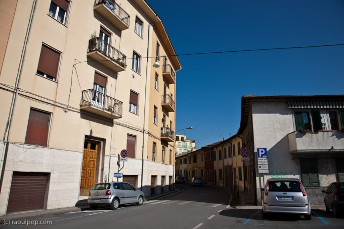 An intersection in Pisa.