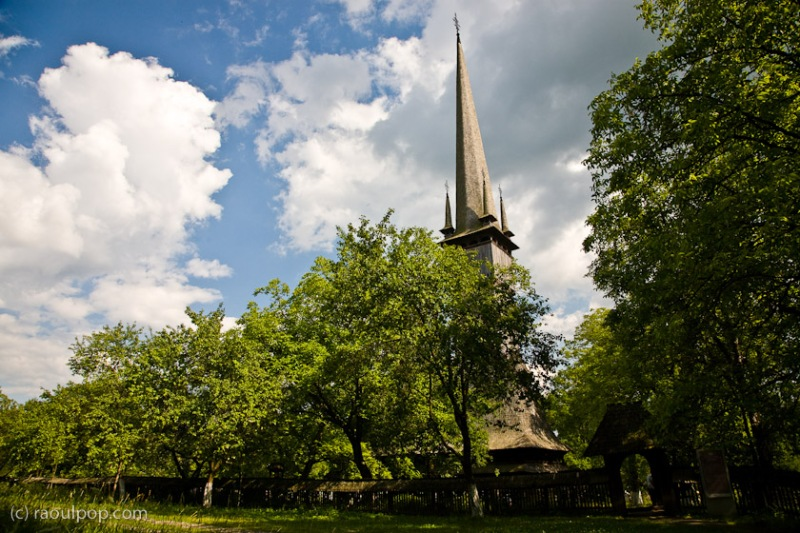 biserica-de-lemn-surdesti-5