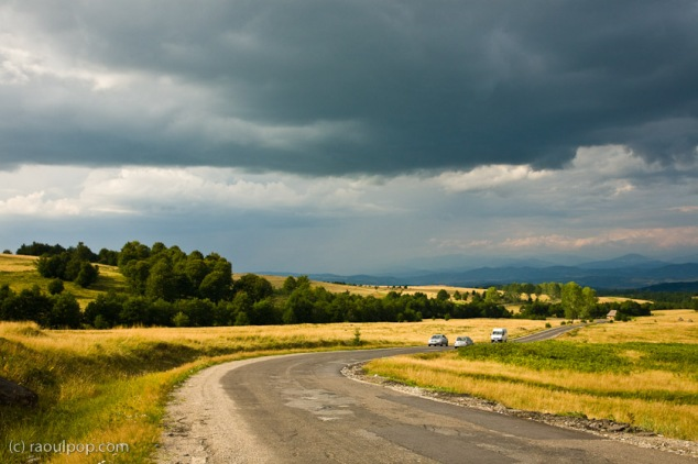 rainstorm-approaching-mountain-plateau-maramures-7