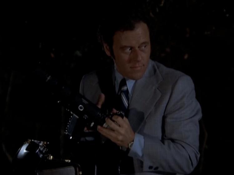 camera-gun-columbo-episode-2