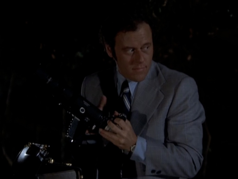 camera-gun-columbo-episode-2