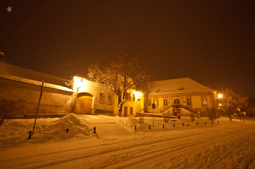 Snowy evening in Medias
