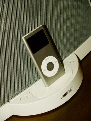 An original 1st generation Bose SoundDock, with an iPod Nano.