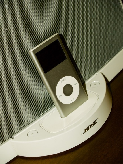 An original 1st generation Bose SoundDock, with an iPod Nano.
