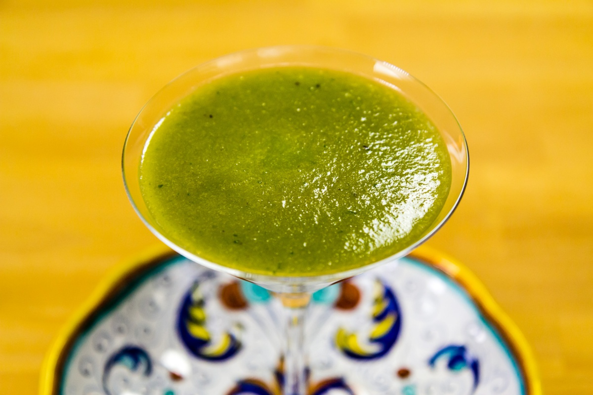 Ligia's Kitchen: Green juice from kale leaves and sunflowersprouts