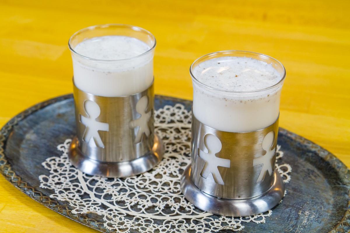 Ligia's Kitchen: Raw almondmilk