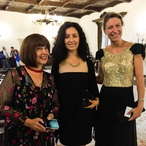 """Simona-Mirela Miculescu, Ligia and Valentina Vasile in the throne room of Cetatea Fagaras. La evenimentul """"Proud To Be Romanian"""" organizat la Cetatea Fagaras pe 22 iulie 2017."""