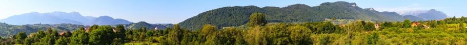 A panoramic view of the mountains near Bran, România