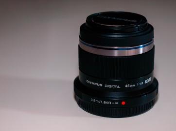 Olympus M.ZUIKO DIGITAL 45mm 1:1.8 Lens